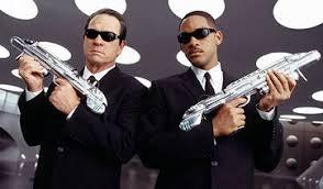 http://images.google.fr/images?q=tbn:C_sfGQfGYFMJ:www.maximumeyewear.com/productfolder/celebrity-sunglasses/movie-sunglasses/men-in-black-2-sunglasses/men-in-black-2-glasses.jpg
